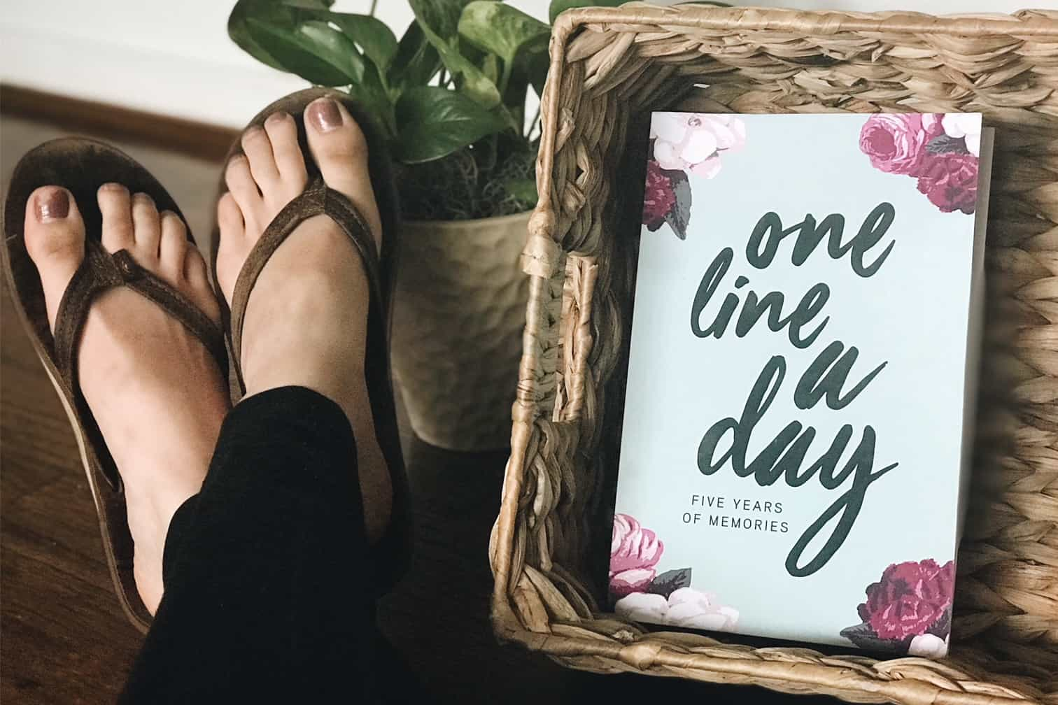 How to start journaling with one line a day journal. Two great journals for moms to keep memories of their kids.