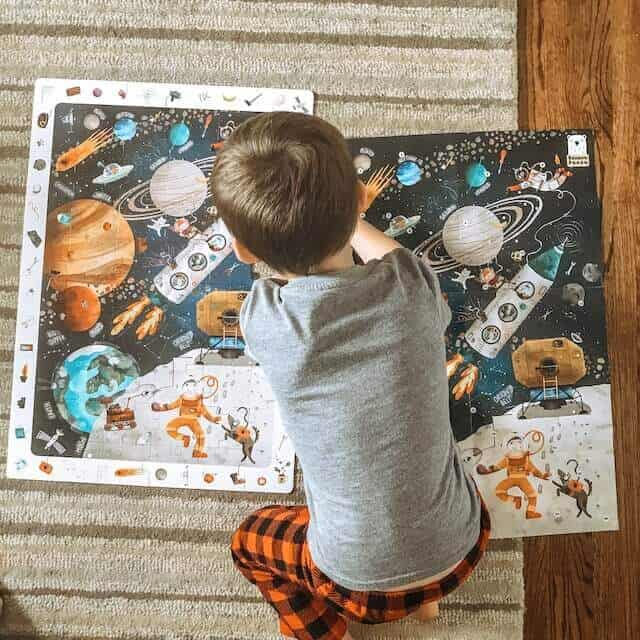 A little boy doing a puzzle of outer space with his dad #blueandhazel