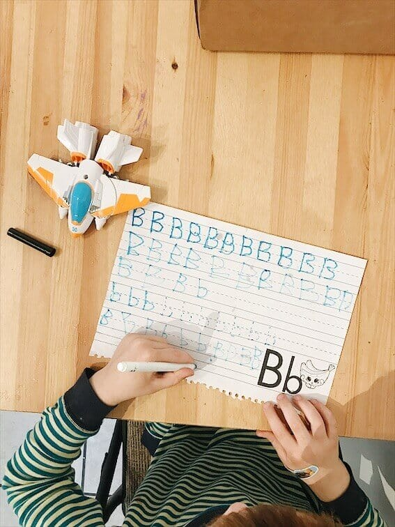 An easy way to teach a preschooler to write letters and trace letters at home for homeschool preschool or homeschool kindergarten. #blueandhazel #kindergarten #preschool #homeschool