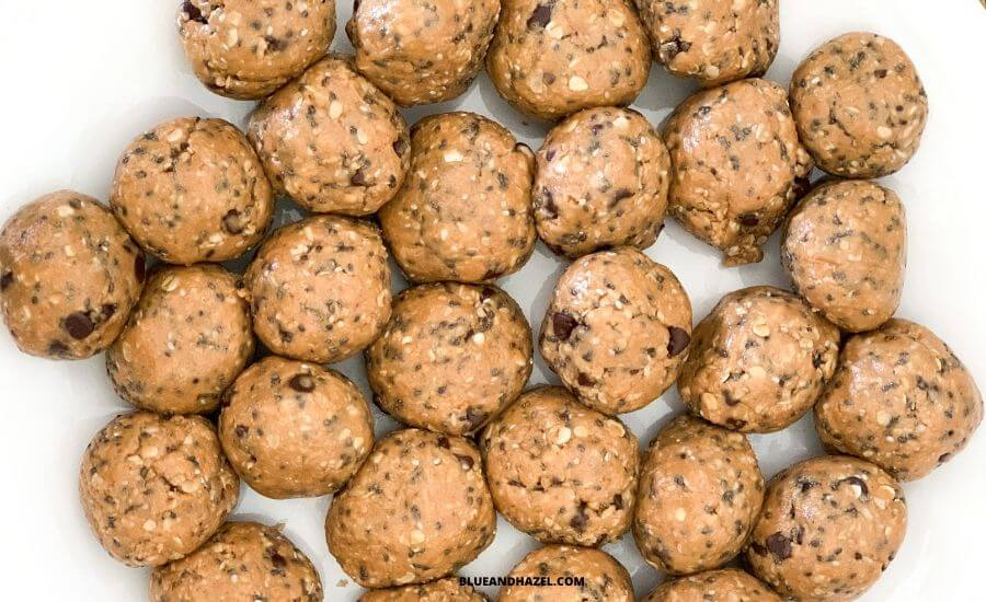 peanut butter power balls made from peanut butter, chocolate chips, oats, honey, chia seeds, and salt