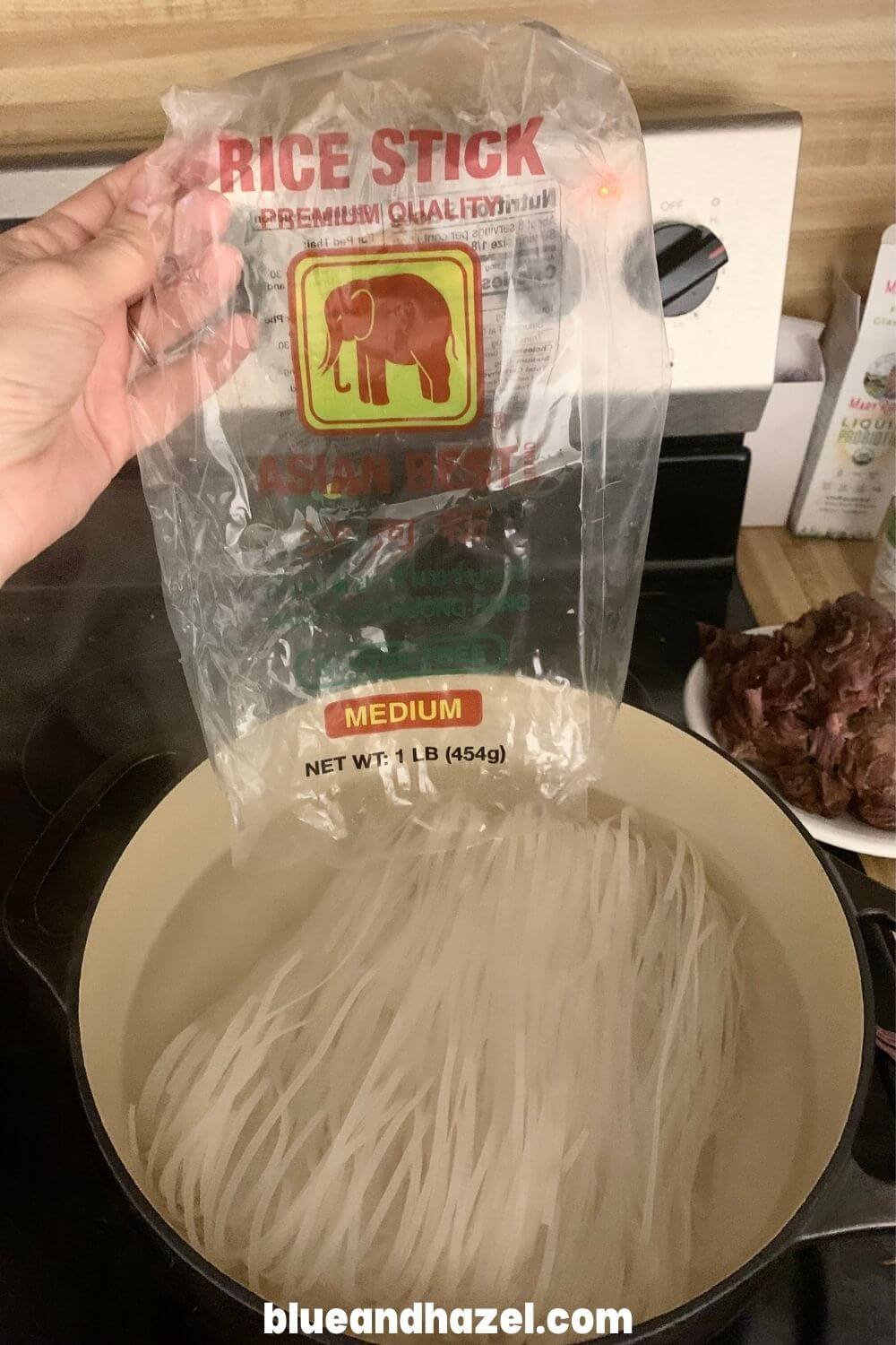 Medium width dry rice noodles for pho