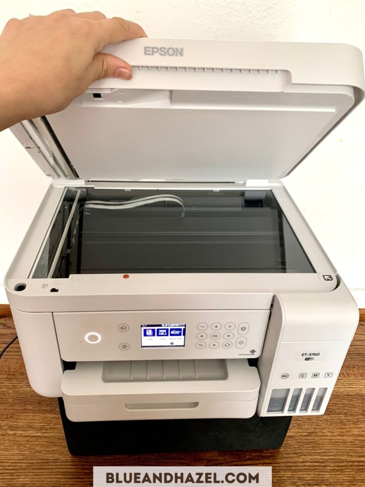 Copying a document with the Epson Ecotank 3760